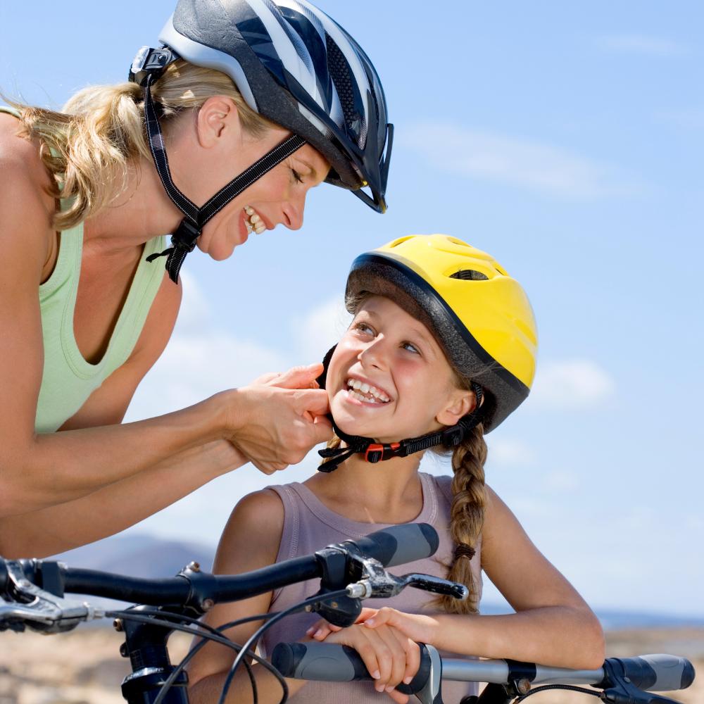 Mère et fille portant des casques de vélo | Jamais sans mon casque
